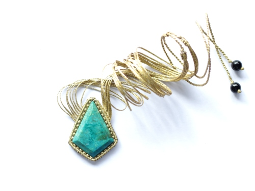 collier chrysocolle dorée macrame gold chrysocola necklace (1)